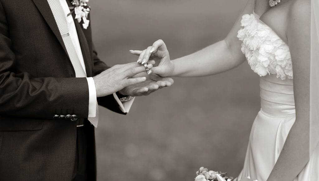 Trouwen Etten-Leur afbeeldingen foto1212 etten leur bruidspaar zwart wit afbeelding